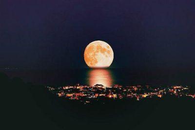 A noite acendeu as estrelas