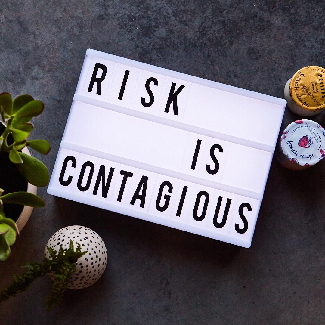Risk is contagious. (O risco é contagioso)