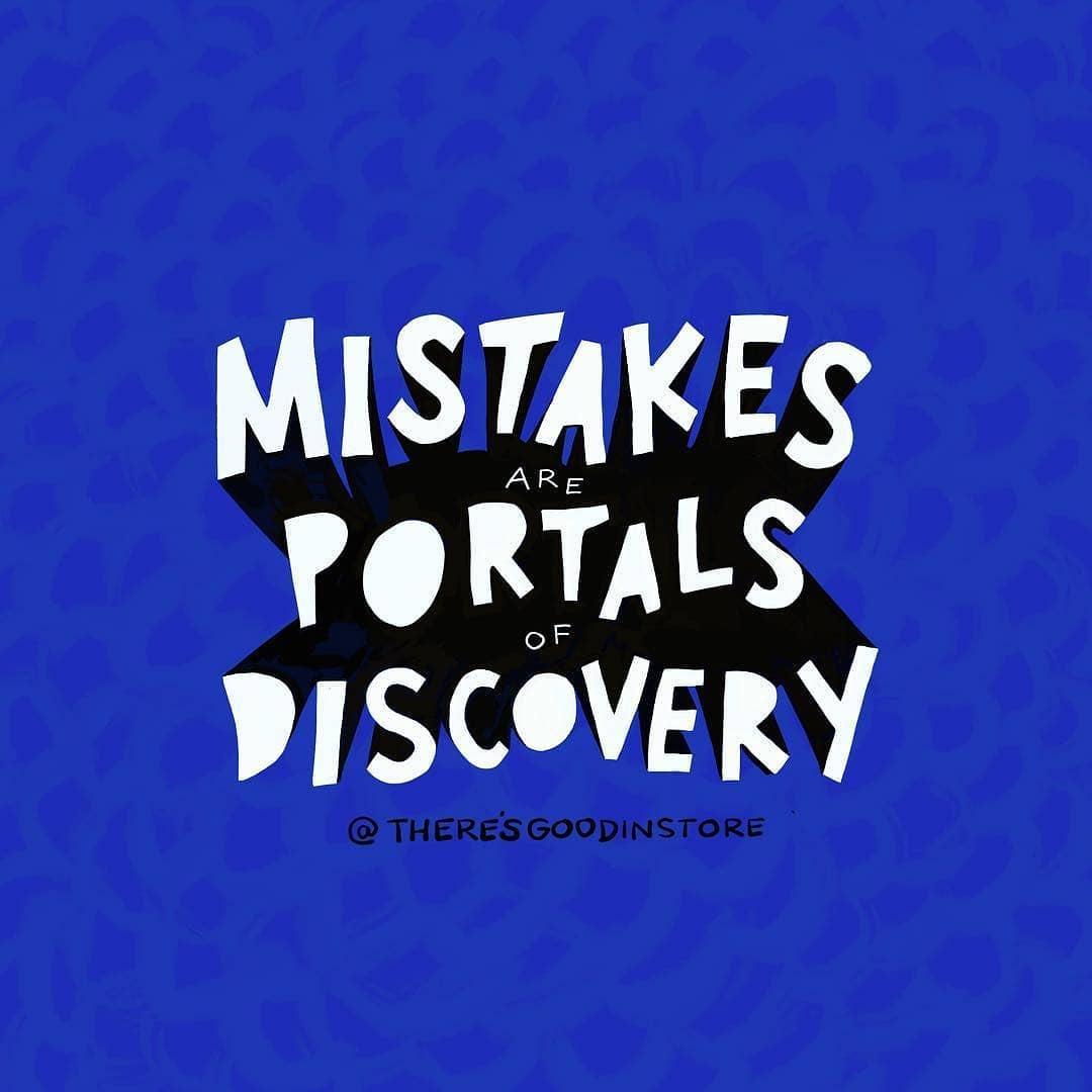 Mistakes are portals of discovery. (Os erros são portais para descobertas)