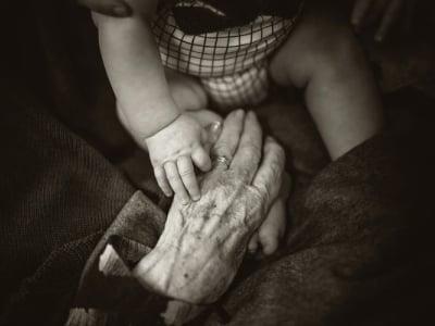 40 mensagens de avó para neto repletas de amor e carinho