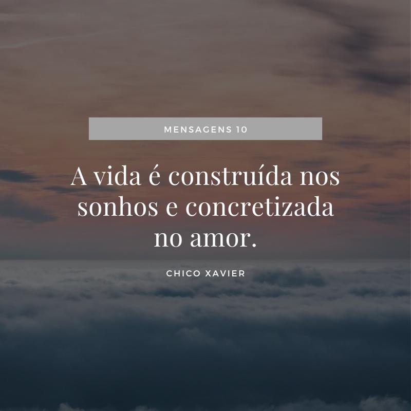 A vida é construída nos sonhos e concretizada no amor.