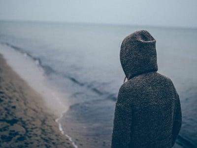 40 mensagens de solidão para quem se sente só mesmo em meio a multidão