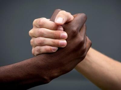 40 mensagens contra o racismo para mandar embora o preconceito