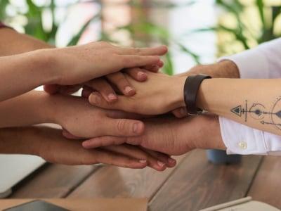 40 mensagens de companheirismo para enaltecer as boas relações